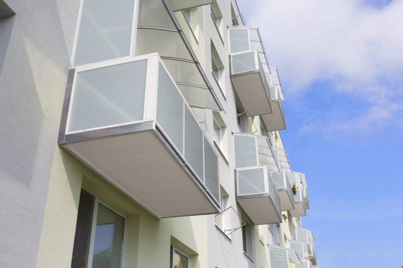 Balkon v kombinaci ocel hliník