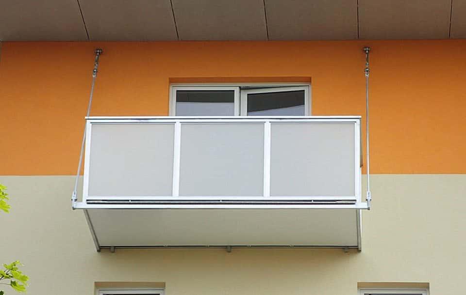 Balkon a stropní táhla