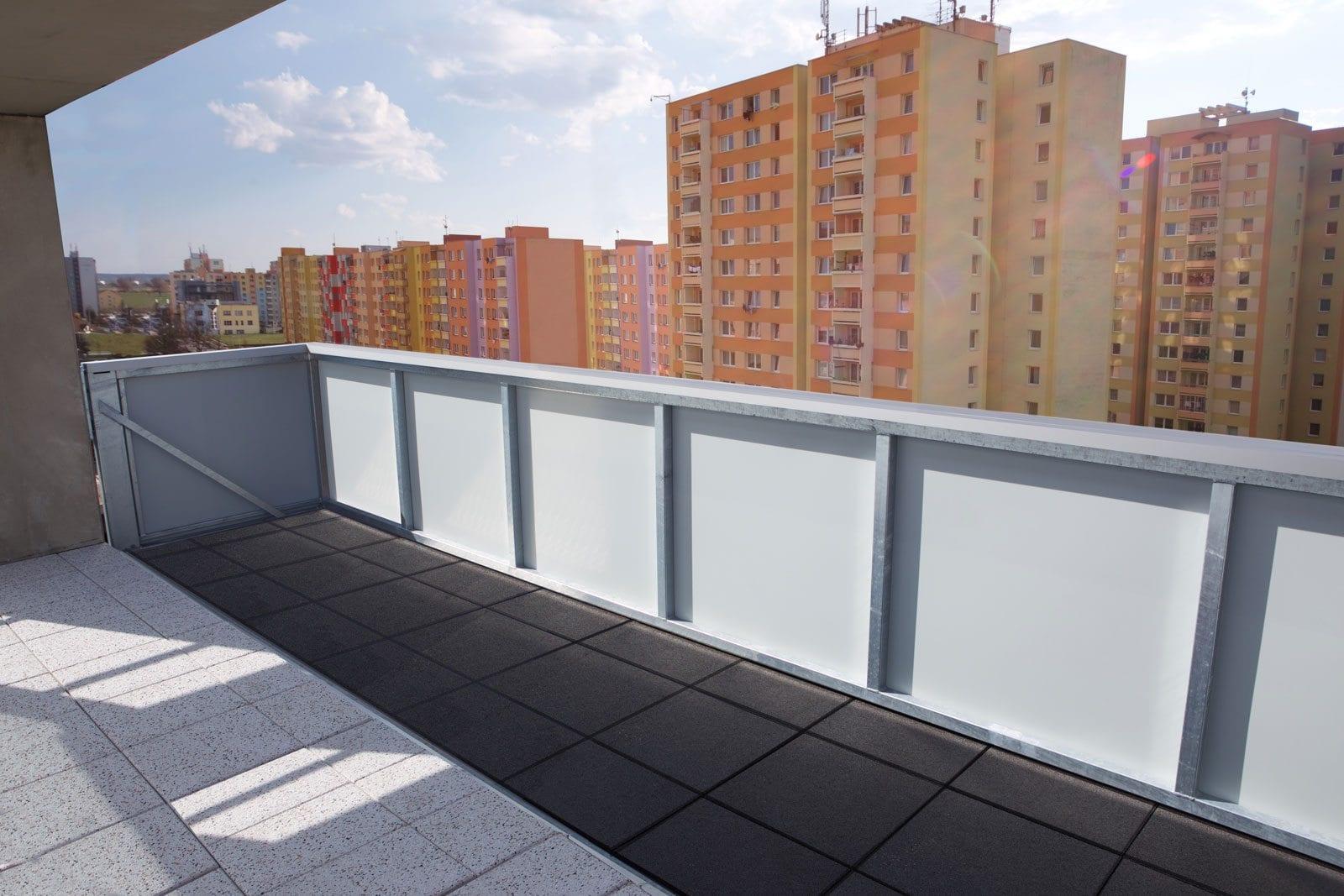 balkón so šírkou 6 metrov