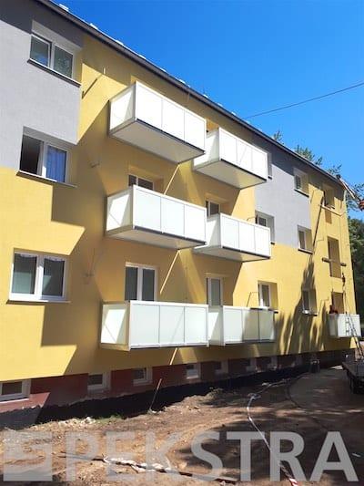 Přisazený balkon bez mezery