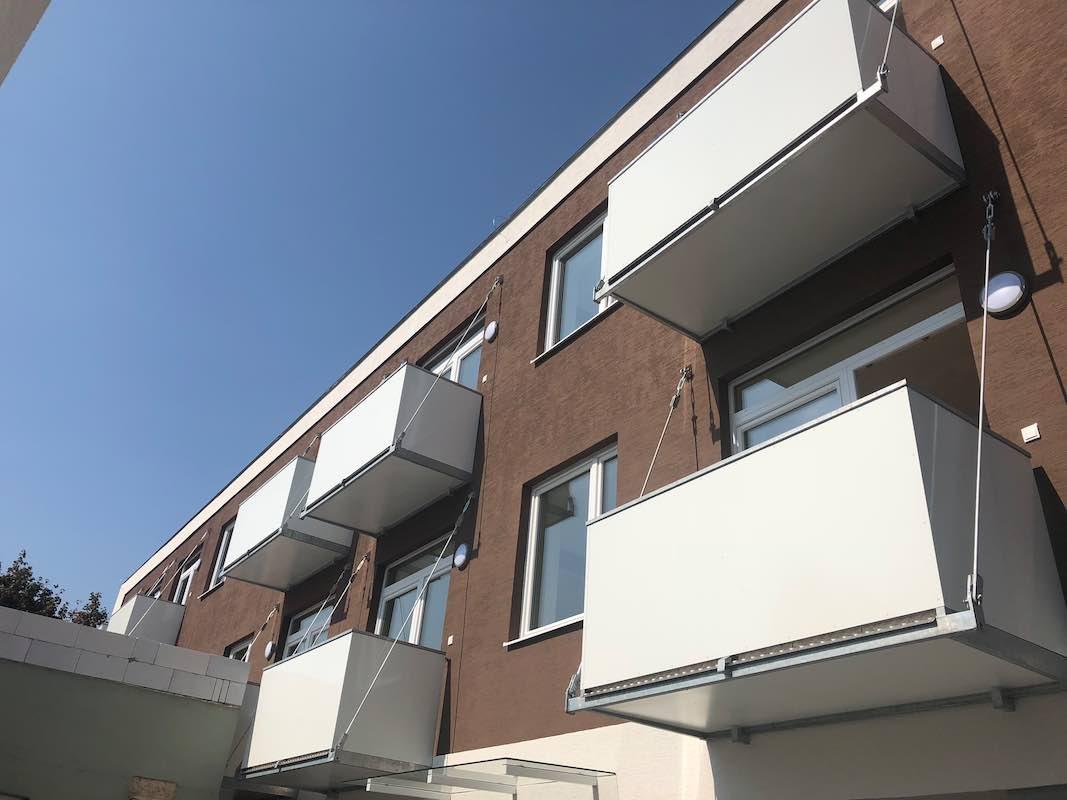 balkon s táhly