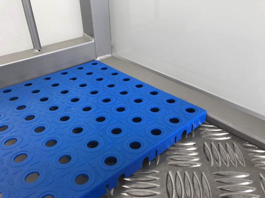 Krytí podlahy plastový rošt