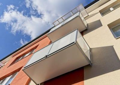 Ocelové balkony sklo