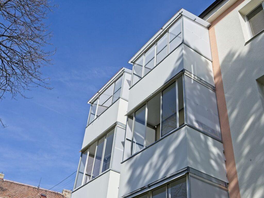 Zasklení balkonů