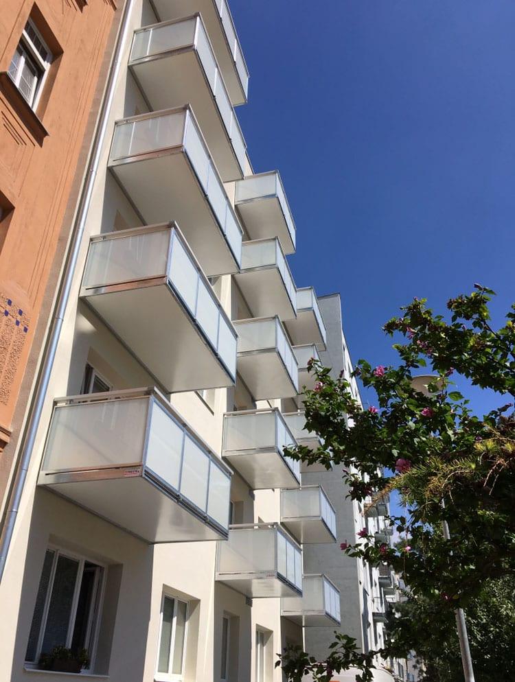 Nový balkon v kombinaci kov a hliník