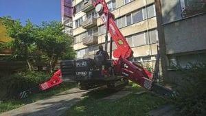 Montážní jeřáb pro montáž balkonů v nepřístupných místech