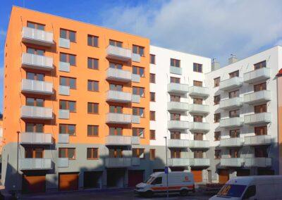 Balkony kotvené stropními táhly