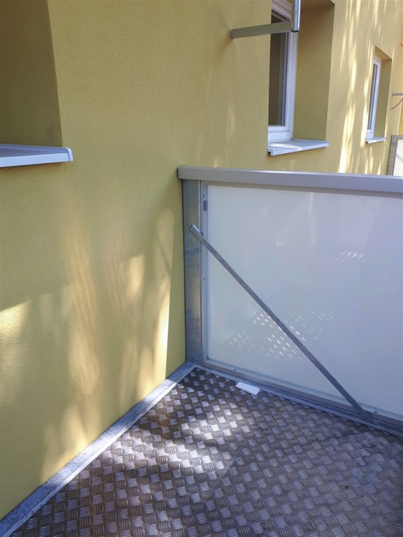 Balkon s hliníkovým opláštěním