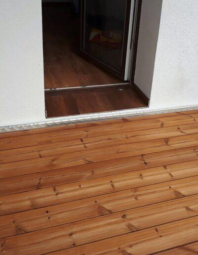 ocelová lodžie dřevěná podlaha