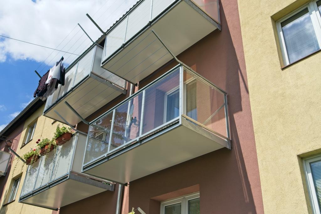 balkony výplň sklo