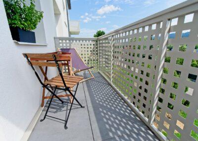 balkony s děrovaným plechem