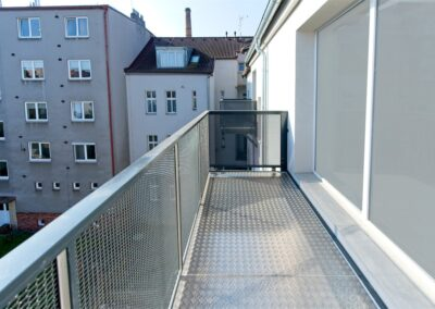 Balkon s výplní tahokovem